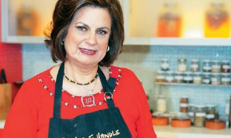 Τρόμος για την τηλεοπτική μαγείρισσα! Αλβανός έβγαλε όπλο εναντίον του γιου της σε δικαστική αίθουσα