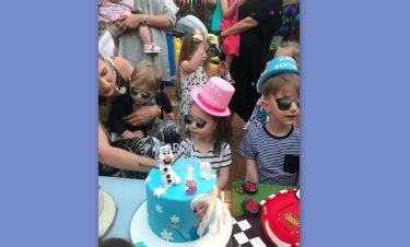 Έγινε τριών χρονών η κόρη της και της ετοίμασε ένα πάρτι-έκπληξη!