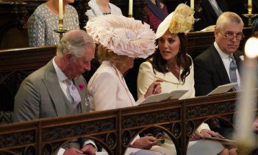 "H στιγμή που η Kate Middleton κοιτά με ""μισό μάτι"" την Καμίλα έγινε viral: Δες το βίντεο!"