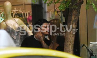 Stan-Δήμητρα Μίμη: Full in love το ζευγάρι. Τα φιλιά στο κέντρο της Αθήνας