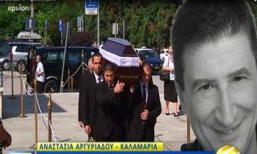 Το τελευταίο «αντίο» στον Χάρρυ Κλυνν – Οι πρώτες εικόνες από την κηδεία