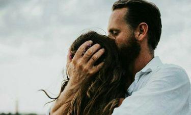 5 σημάδια που φανερώνουν ότι θέλει ακόμα την πρώην του, και δεν πρέπει να αγνοήσεις