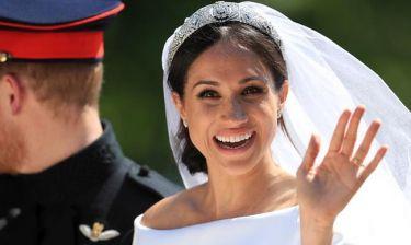 Γιατί η Meghan Markle πρέπει να υποκλίνεται μπροστά στην Kate Middleton;