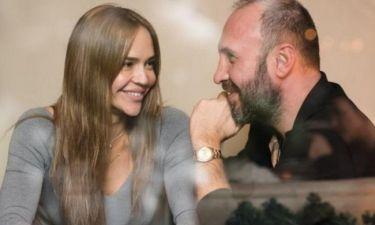 Η Νικολέττα Καρρά «λιώνει» για τον σύζυγό της: «Είµαι πάντα ερωτευµένη µαζί του»