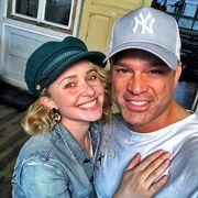 Δείτε με ποια Αμερικανίδα ηθοποιός ποζάρει στην αγκαλιά του Κώστα Σόμμερ