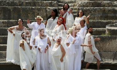 Στα γυρίσματα για τις «Εκκλησιάζουσες» του Ρήγα στο Αρχαίο θέατρο Άργους!