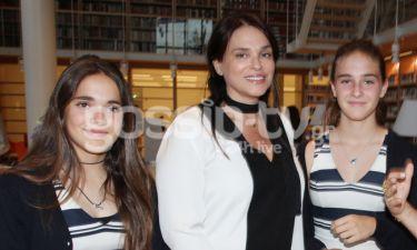 Σήλια Κριθαριώτη: Βραδινή έξοδος με τις κόρες της