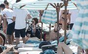 Ελίνα Καντζά - Dj Rush: Ξεκούραση και βουτιές σε παραλία της Μυκόνου