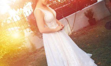 Γάμος στη showbiz! Δείτε ποια τραγουδίστρια ανέβηκε τα σκαλιά της εκκλησίας