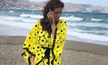 Βάσω Λασκαράκη: Δείτε την στην παραλία με την κόρη της – «Δελφίνι» η μικρή Εύα
