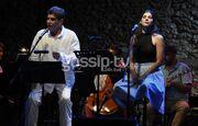 Γιάννης Μπέζος: Στη σκηνή με την κόρη του Ηρώ