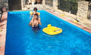 Στέλιος Χανταμπάκης: Στην πισίνα με το γιο του