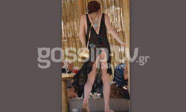 Lindsay Lohan: Πήγε στη Μύκονο αλλά δεν υπολόγισε τον αέρα