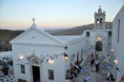 Σήμερα γάμος γίνεται για Χρανιώτη-Αβασκαντήρα: Η αναγγελία και το γραφικό εκκλησάκι στην Τήνο!
