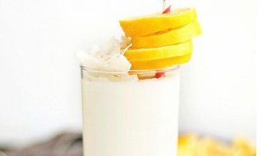 Η συνταγή για smoothie καρύδας με μπαχαρικά που αδυνατίζει!