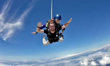 Ο πρίγκιπας Νικόλαος έκανε skydiving