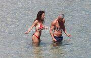 Ασυγκράτητο το ζευγάρι σε παραλία της Μυκόνου!