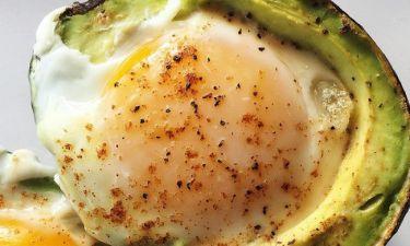 Αυγά σε αβοκάντο όπως τα μαγειρεύουν οι δούκισσες
