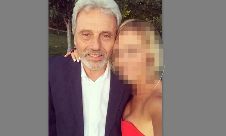 Ελληνίδα παρουσιάστρια ποζάρει στην αγκαλιά του πατέρα της