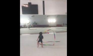 Ο γιος της Πηλιάκη της κάνει… μαθήματα ρυθμικής γυμναστικής