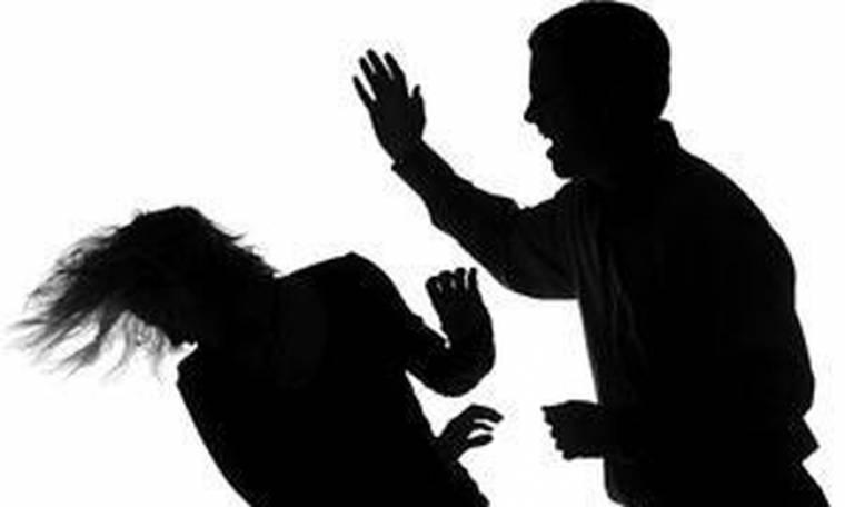 Γνωστό μοντέλο κακοποιήθηκε από τον bon viveur σύντροφό του γιατί «την έπεσε» στην πρώην του