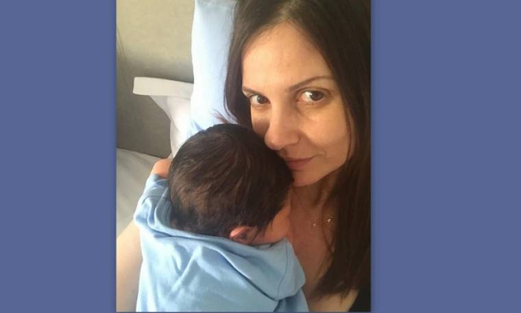 Ελένη Καρποντίνη: Η νέα φωτό της με το νεογέννητο στο instagram