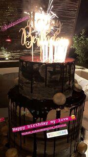 Ευαγγελία Αραβανή: Το μήνυμα αγάπης στον Οικονομόπουλο και η τούρτα υπερπαραγωγή για τα γενέθλιά του