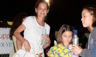 Η Suri Cruise στα 12, ανησυχεί για το μανικιούρ της