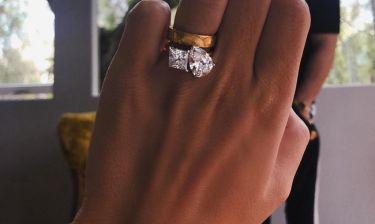 Έδειξε το μονόπετρο δακτυλίδι της, πέντε μήνες μετά τον γάμο της
