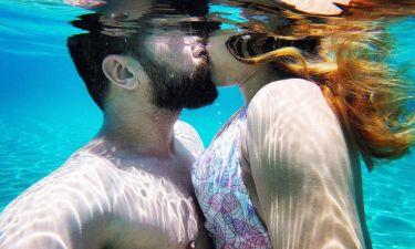 Υποβρύχια φιλιά για τους νεόνυμφους