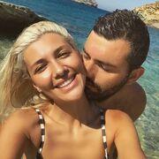 Η Ελένη κάνει tour στα ελληνικά νησιά και ο αδερφός της βρίσκεται με το κορίτσι του στην Άνδρο!