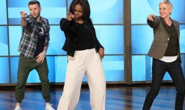 OMG! Η Μισέλ Ομπάμα με κοντό σορτσάκι χορεύει σε συναυλία της Beyoncé