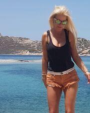 Οι «καυτές» πόζες της Μπεζαντάκου στο Instagram