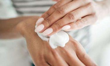 3 tips για να έχεις πάντα απαλά και νεανικά χέρια