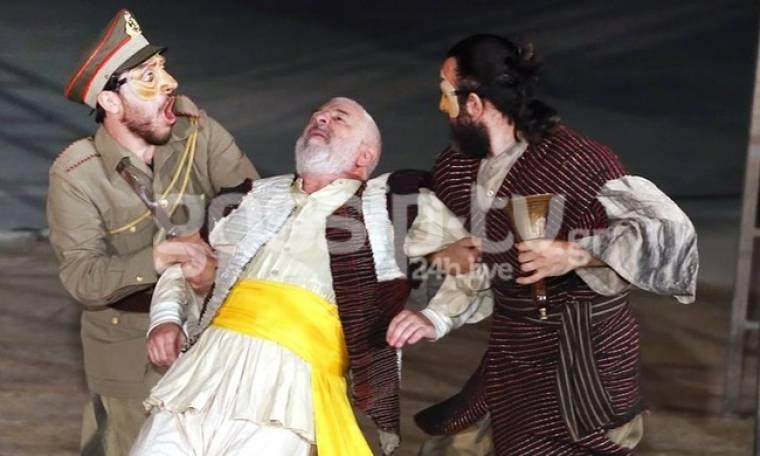 Πλήθος κόσμου στο θέατρο Βράχων για τους «Αχαρνής»