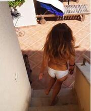 Η Ελληνίδα τραγουδίστρια κάνει βουτιά και ρίχνει το instagram!