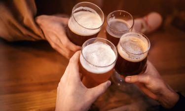 Αλκοόλ: Σε ποια ποσότητα ενισχύει την αντρική γονιμότητα