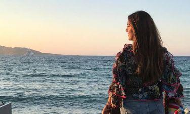 Σταματίνα Τσιμτσιλή: Φωτογραφίζεται με τις κόρες της στη θέα του ηλιοβασιλέματος!