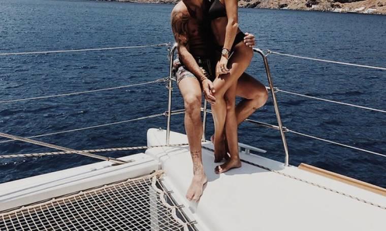 Η πρώτη φωτογραφία με τη γυναίκα του μεσοπέλαγα μετά το γάμο του για Έλληνα διεθνή