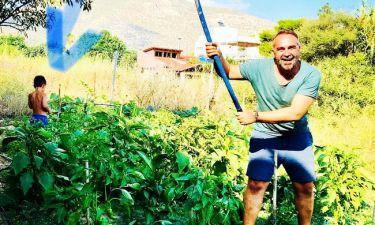Ο Γκουντάρας με τον μικρό του γιο «έπιασαν δουλειά» στον κήπο!