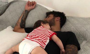 Η τρυφερή φωτογραφία με την κόρη του