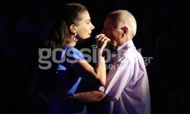 Η συγκινητική στιγμή της Φωτεινής Δάρρα στη σκηνή με τον πατέρα της!