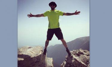 Ο Άκης Πετρετζίκης πόζαρε στην κορυφή του Ολύμπου