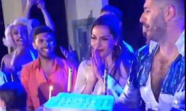 Δέσποινα Βανδή: Η τούρτα έκπληξη στη σκηνή για τα γενέθλιά της και η συγκίνησή της