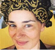 Μαρία Ναυπλιώτου: Με τουρμπάνι και δίχως ίχνος μακιγιάζ