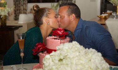 H Jennifer Lopez είχε γενέθλια και δημοσίευσε φωτογραφίες από το εντυπωσιακό της πάρτι (pics)