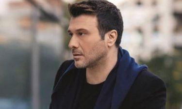 Γιάννης Πλούταρχος: Ακυρώνει την αποψινή συναυλία του λόγω πένθους