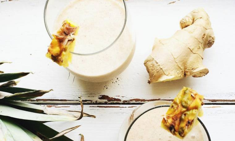 Smoothie για επίπεδη κοιλιά με ανανά, μαϊντανό και ginger