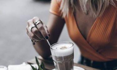 Βρήκαμε το μυστικό για να κάνεις τον καφέ σου ακόμα πιο γευστικό και χωρίς να βάλεις ζάχαρη
