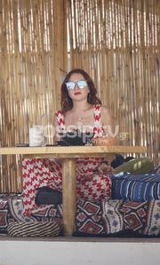 Οι πρώτες εικόνες της Lohan από τα γυρίσματα του ριάλιτι στη Μύκονο